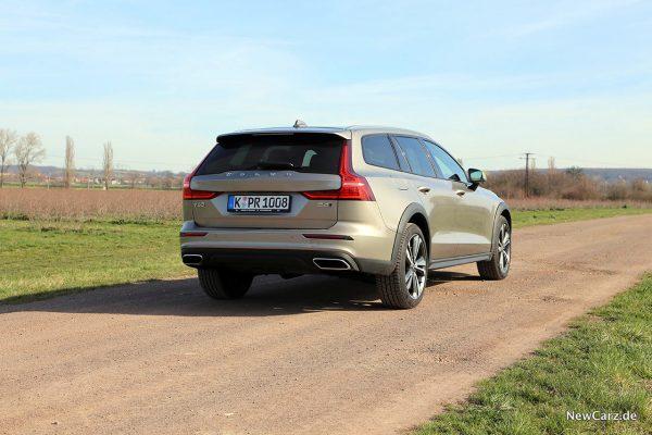 Volvo V60 Cross Country schräg hinten rechts