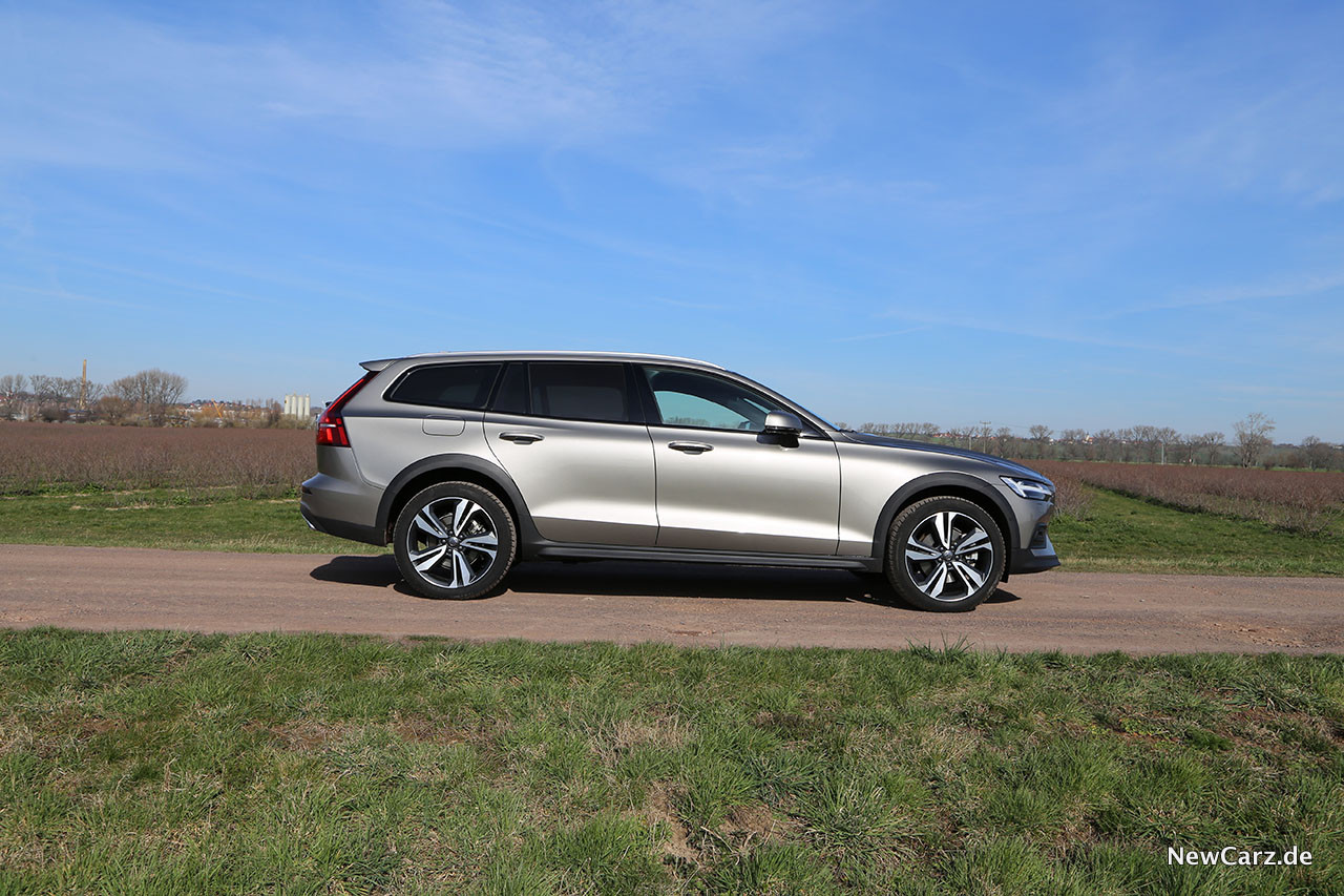 2020 Volvo V60 Cross Country Concept and Review
