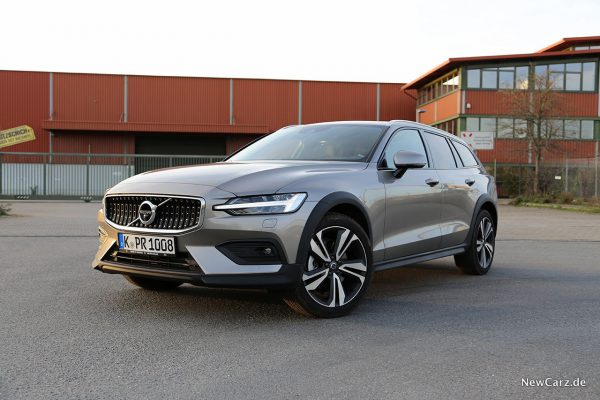 Volvo V60 Cross Country schräg vorne links