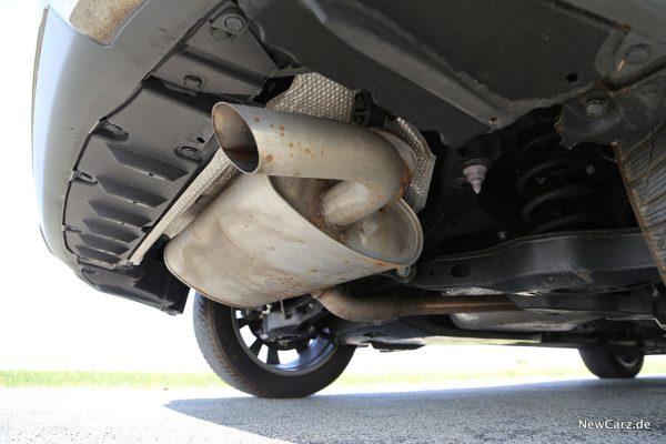 Endrohr am Lexus SUV