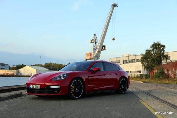 Porsche Panamera GTS Sport Turismo Front