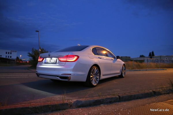 BMW 730d xDrive Seite hinten