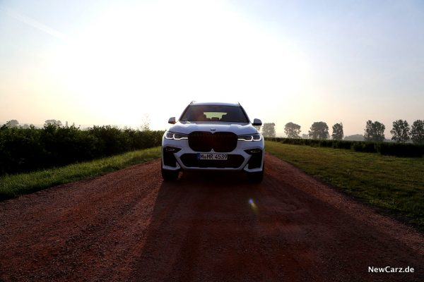 BMW X7 Sonnenaufgang