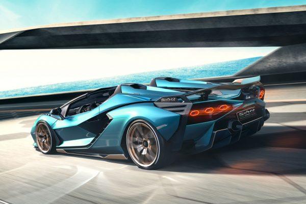 Lamborghini Sián Roadster in Fahrt