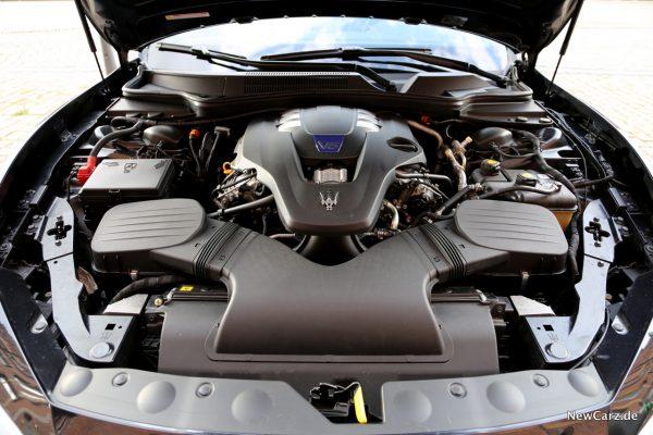 Maserati Ghibli S Q4 Motor