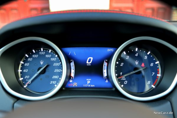 Maserati Ghibli Cockpit