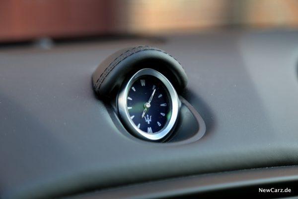 Maserati Ghibli Uhr