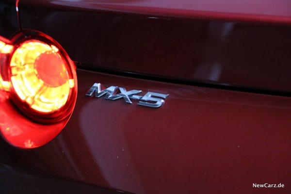 MX-5 Schriftzug