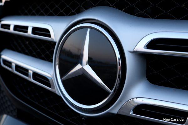 Radarsensor im Mercedes-Stern