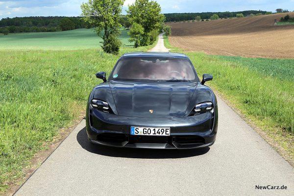 Porsche Taycan Turbo S Front oben