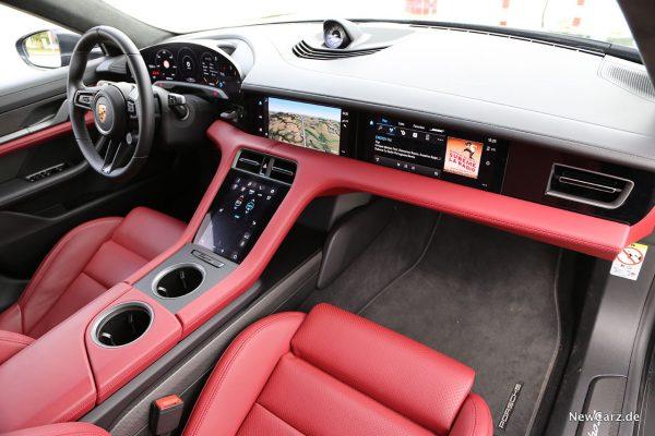 Bildschirme im Fahrzeugraum