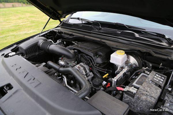 Motorraum V8