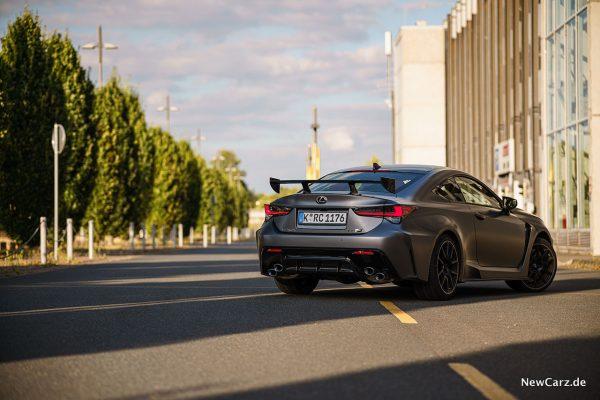 Lexus RC-F Track Edition schräg hinten rechts
