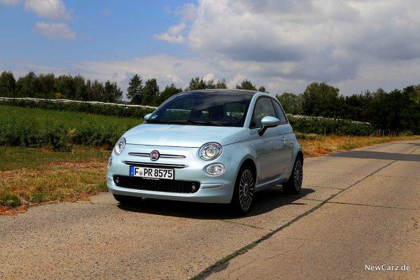 Fiat 500 Hybrid schräg vorn links