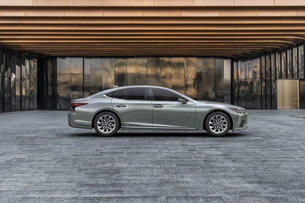 Lexus LS Seite