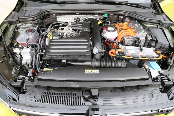 Motorraum VW Golf 8 eHybrid und VW Golf 8 GTE