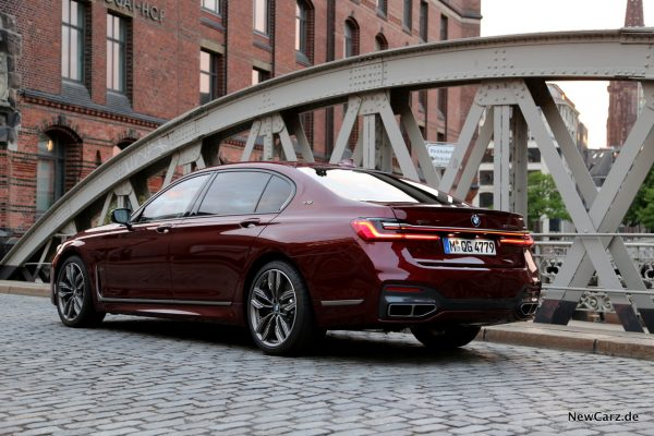 BMW M760Li xDrive urban