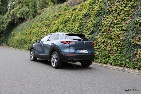 Mazda CX-30 schräg hinten links