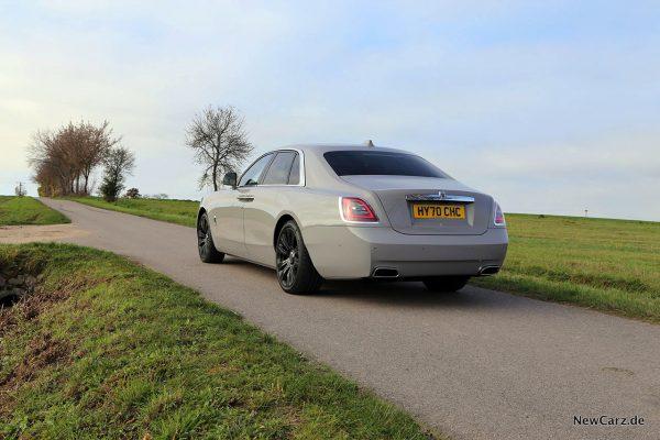 Rolls-Royce Ghost schräg hinten links