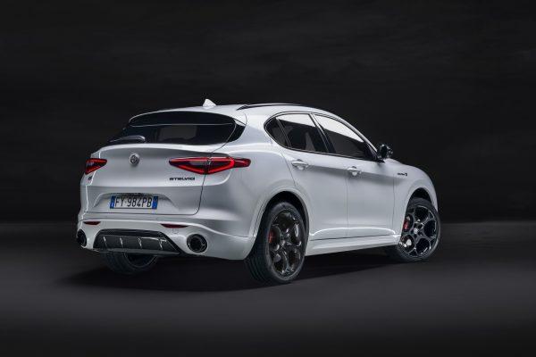 Alfa Romeo Stelvio Veloce Ti schräg hinten