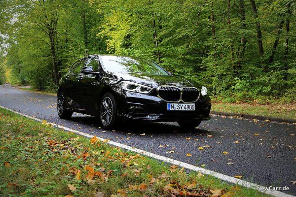 BMW 118i schräg vorn rechts