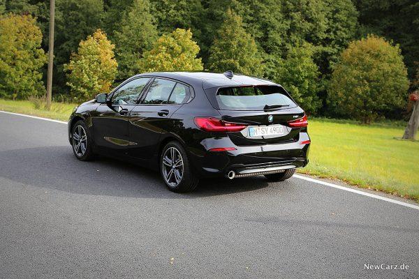 BMW 118i schräg hinten links