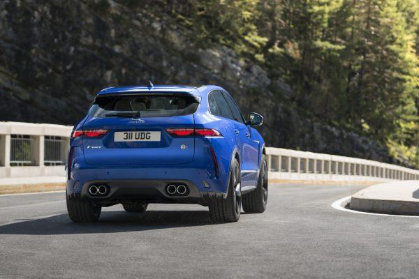 Jaguar F-Pace SVR schräg hinten