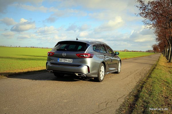 Opel Insignia Sport Tourer GSi schräg hinten rechts