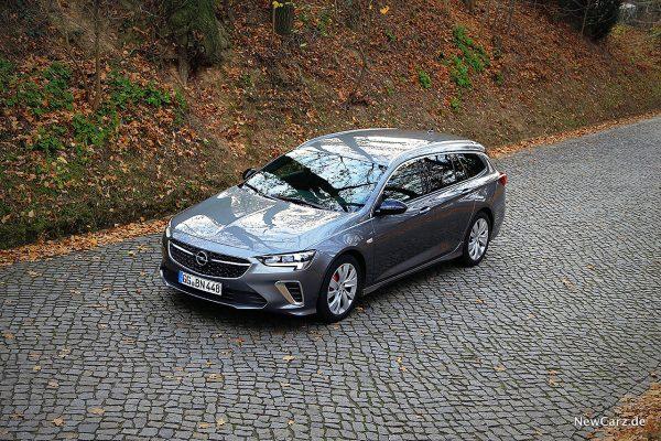 Opel Insignia Sport Tourer GSi schräg oben vorn