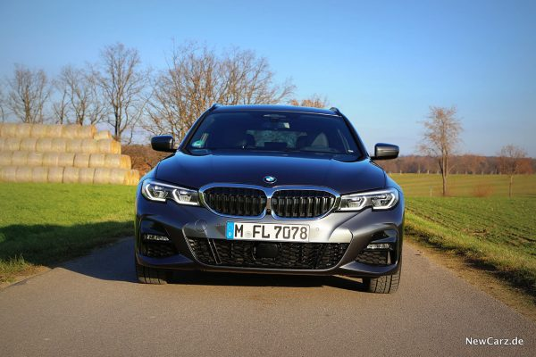 BMW 330d xDrive Touring Front