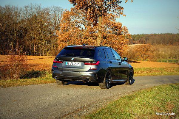 BMW 330d xDrive Touring schräg hinten rechts