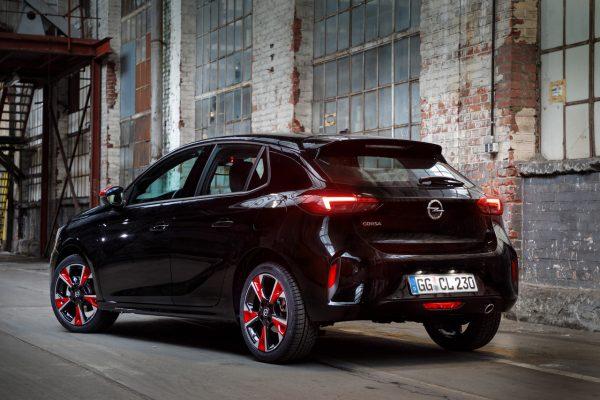 Opel Corsa Individual schräg hinten