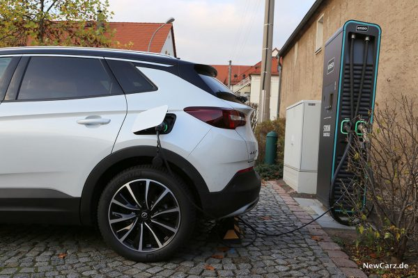 Laden mit Opel Grandland X Hybrid