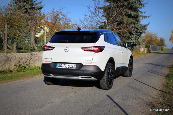 Opel Grandland X Hybrid schräg hinten rechts