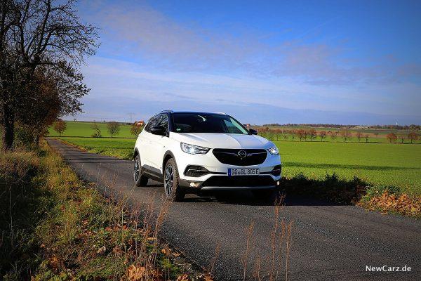Opel Grandland X Hybrid schräg vorne rechts