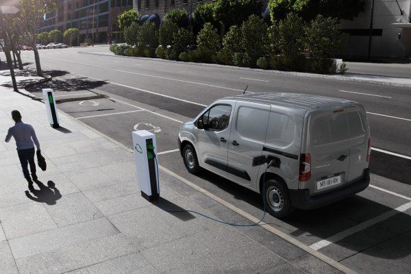 Peugeot e-Partner Laden