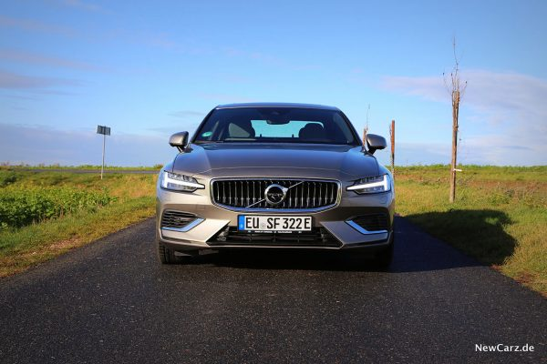 Volvo S60 T8 Recharge Front