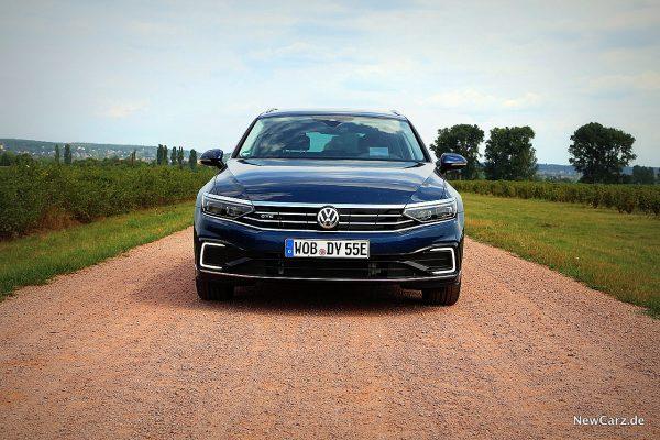 VW Passat GTE Variant Front