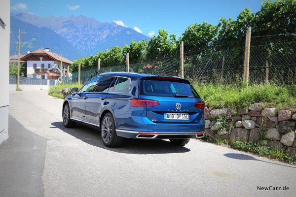 VW Passat GTE Variant schräg hinten links