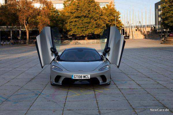 McLaren GT Flügeltüren