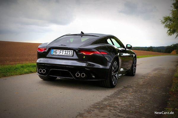 Jaguar F-Type R schräg hinten rechts