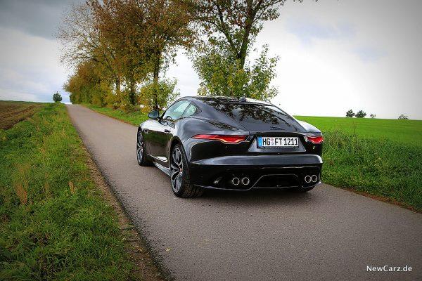 Jaguar F-Type R schräg hinten links