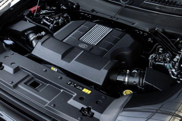 Land Rover Defender V8 Motorraum