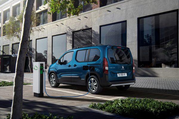 Peugeot e-Rifter beim Laden