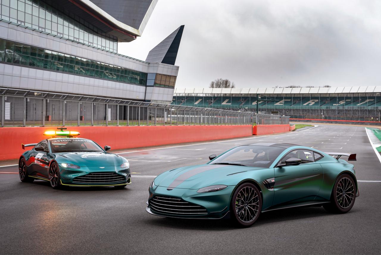 Aston-Martin-Vantage-F1-Edition-Auf-Pole-Position