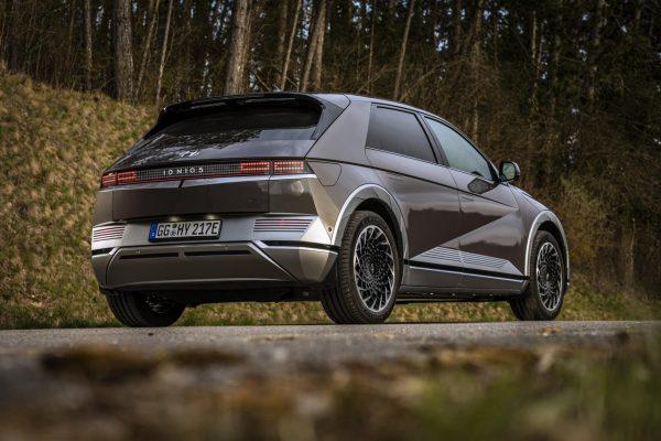 Hyundai Ioniq 5 schräg hinten