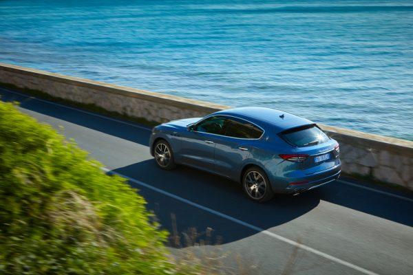 Maserati Levante Hybrid am Meer