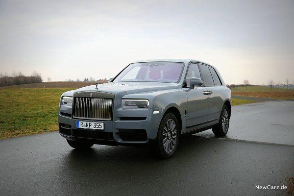 Rolls-Royce Cullinan Black Badge schräg vorne links
