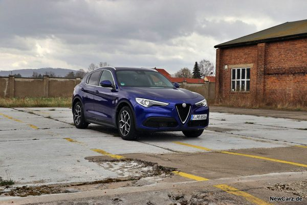 Alfa Romeo Stelvio Facelift schräg vorn rechts