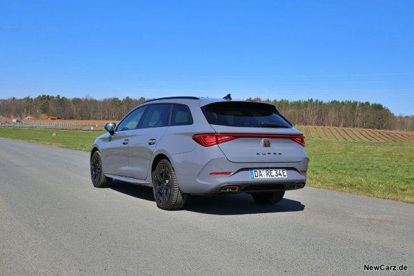 Cupra Leon ST e-Hybrid schräg hinten links